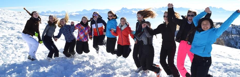 Oberstufenschüler lernen Skifahren in Südtirol